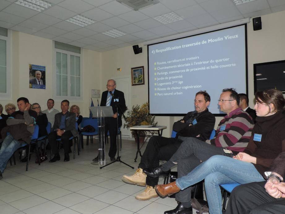 La salle Léon Mallet, était pleine lors de la présentation du programme du maire sortant