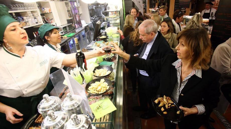 Première hier soir : en privé, le maire et les conseillers communaux ont testé la formule nocturne d'ouverture de la halle de la Condamine.