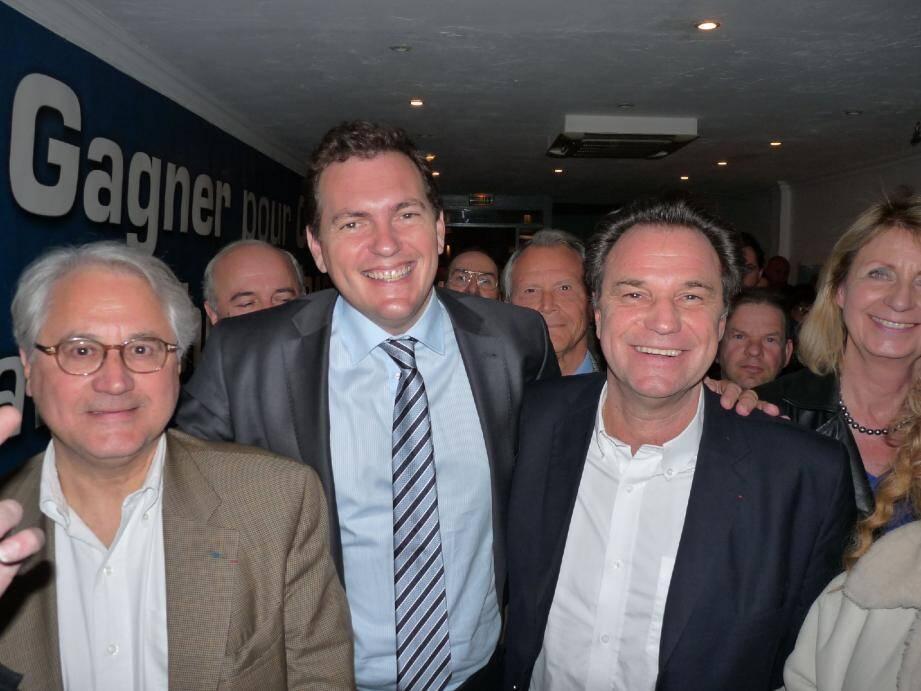 Philippe Tabarot et Renaud Muselier, visiblement heureux de se retrouver, entourés de plusieurs colistiers du candidat cannois.