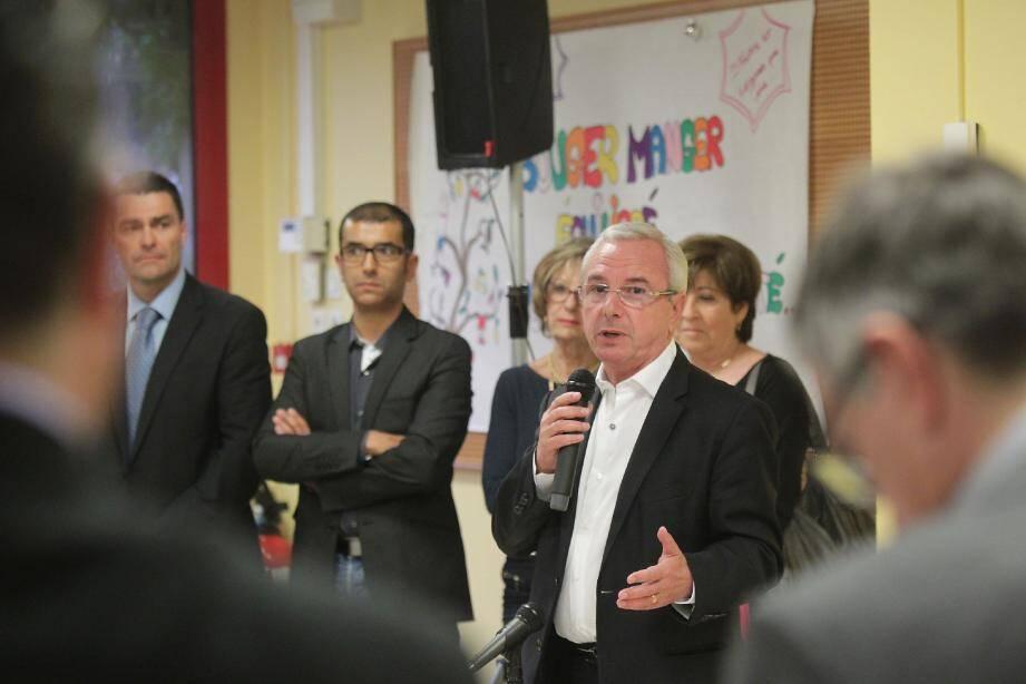 Le maire-candidat a développé ses projets, vendredi soir, dans le réfectoire de l'école de la Fontonne.