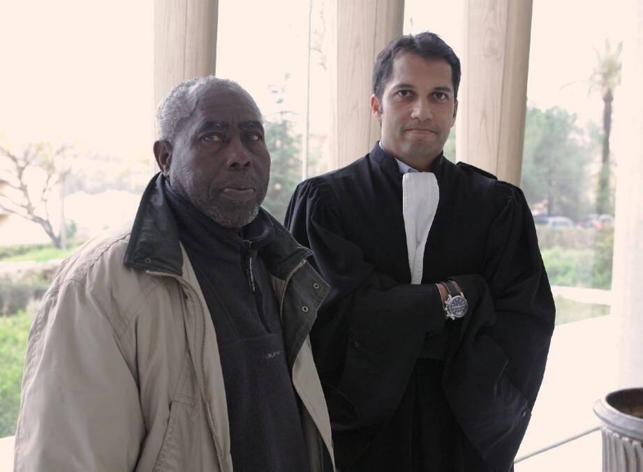 Jean-Claude Marimontou et son avocat Me Jean-Vincent Duprat au tribunal de Grasse le 6 mars 2013.