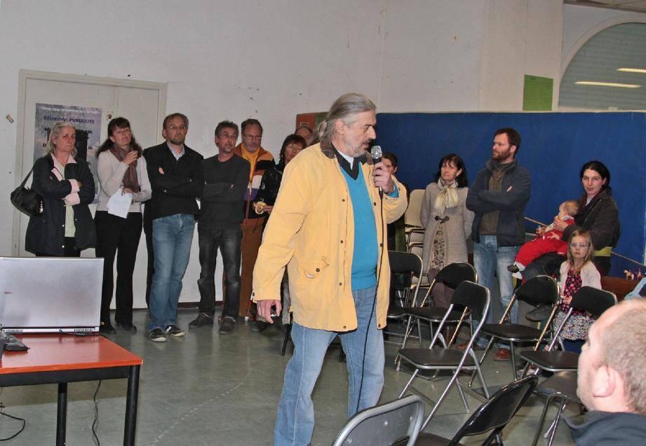 Jocelyn Paris a ouvert la réunion et la liste Participation éco-citoyenne.