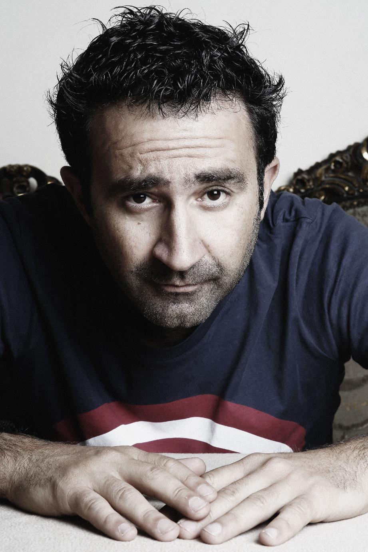 Mathieu Madénian ouvre le festival demain soir, à Toulon.(DR)