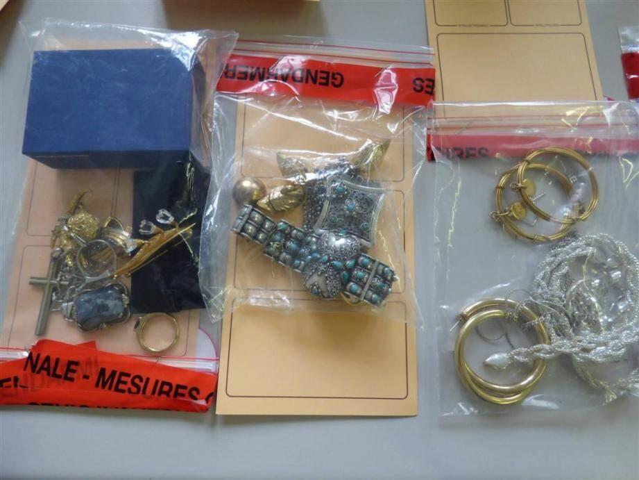Une partie des bijoux volés.