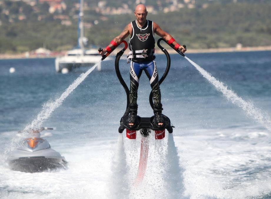 Comme avec Vincent Lagaf' à Cavalaire, certains candidats n'hésitent pas à surfer sur la popularité de leur colistier.