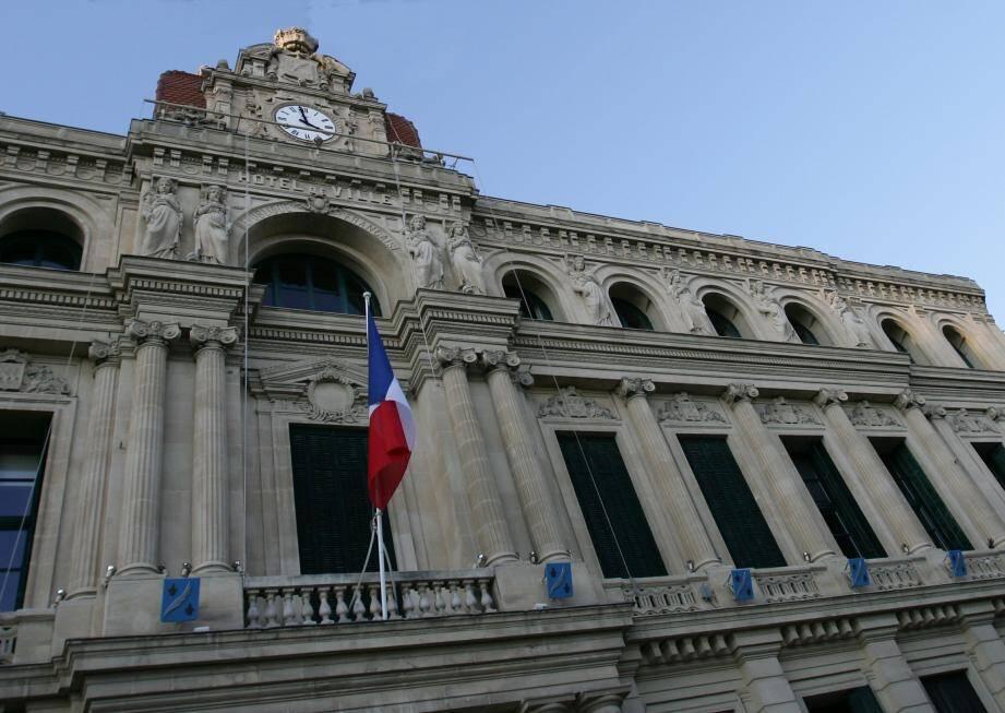 Cannes est la ville des Alpes-Maritimes a la plus grande dotation par habitant.