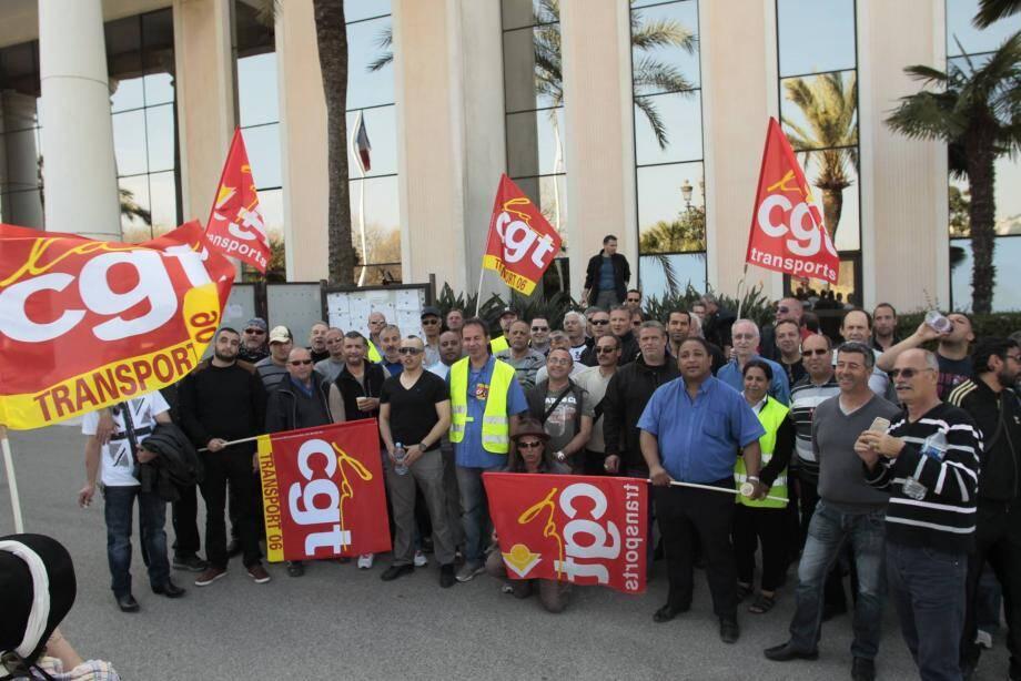 Les salariés de Kéolis Baie des Anges en grève.