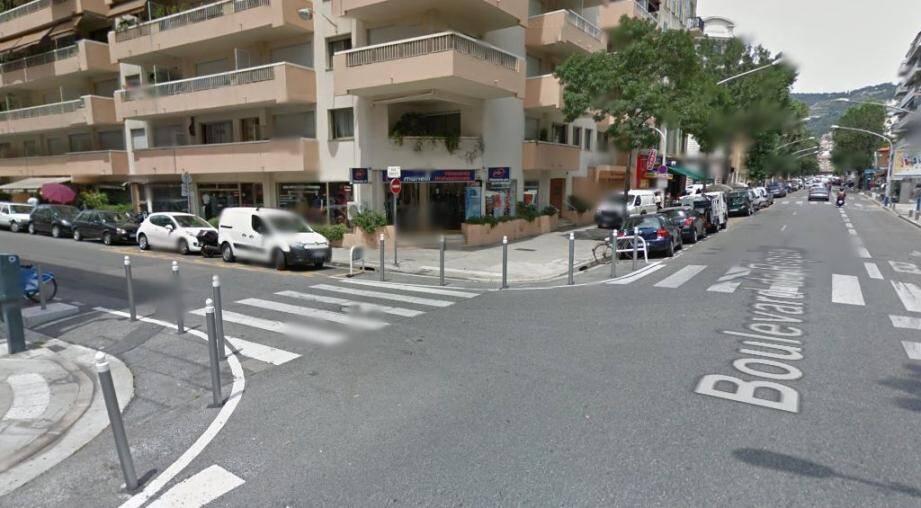 L'angle rue Smolett-boulevard Riquier à Nice