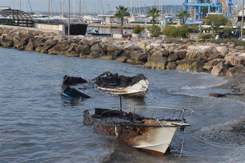 Incendie bateau port Garavan Menton 20/03/14