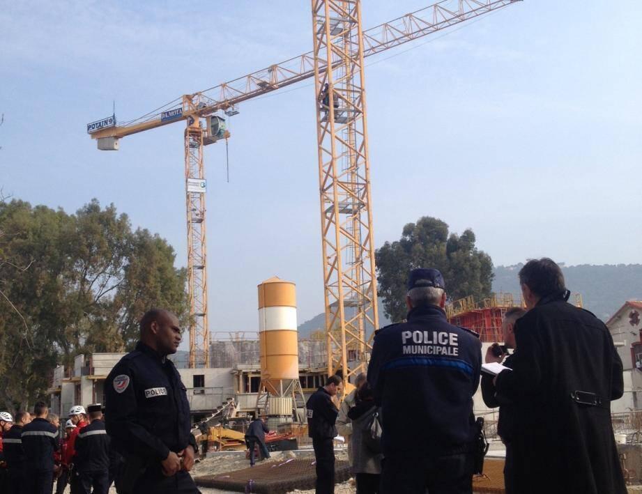 Quatre personnes ont grimpé sur deux grues du quartier Auvare à Nice pour revendiquer de meilleurs logements sociaux