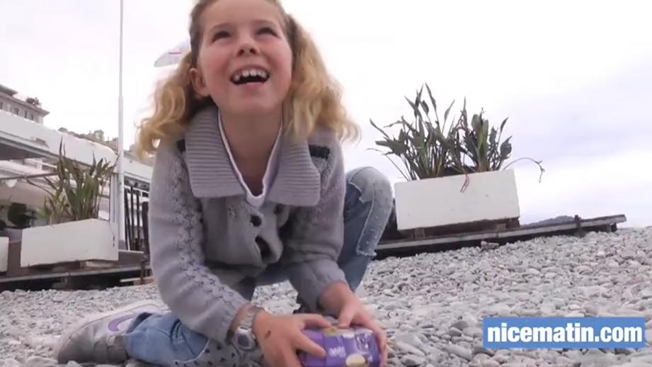 Dès 10h30 ce lundi, deux animateurs ont accueilli les enfants de 6 à 12 ans pour les aider à récolter les œufs en chocolat cachés entre les galets