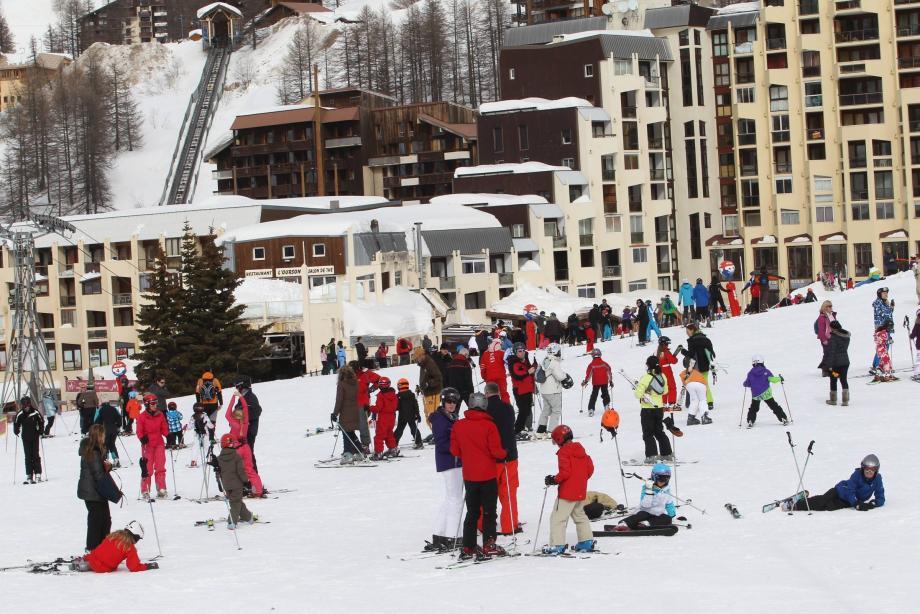 Au printemps, le ski combine plusieurs avantages : soleil, promotions... L'occasion de faire un dernier plein de glisse avant l'été.