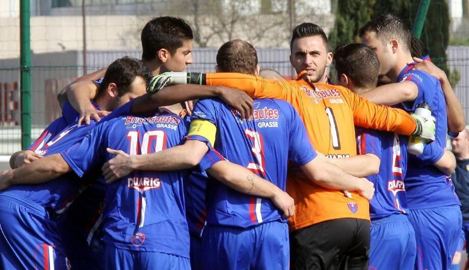 La solidarité des Grassois a fait la différence pour obtenir le nul à Martigues (2-2).