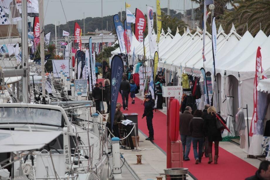 Le port Saint-Pierre à Hyères reçoit pour la quatrième année le salon.