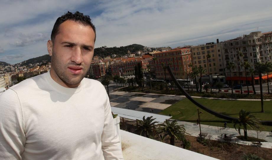 David Ospina aime beaucoup se promener dans le centre-ville de Nice et apprécie particulièrement la place Masséna pour ses couleurs et sa tranquillité, ainsi que la terrasse du Plaza (notre photo) où il vient déjeuner de temps en temps.