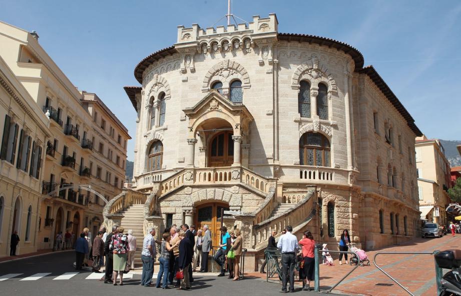 Ils étaient nombreux hier à 14 heures devant le tribunal de Monaco à venir assister à cette audience particulière.