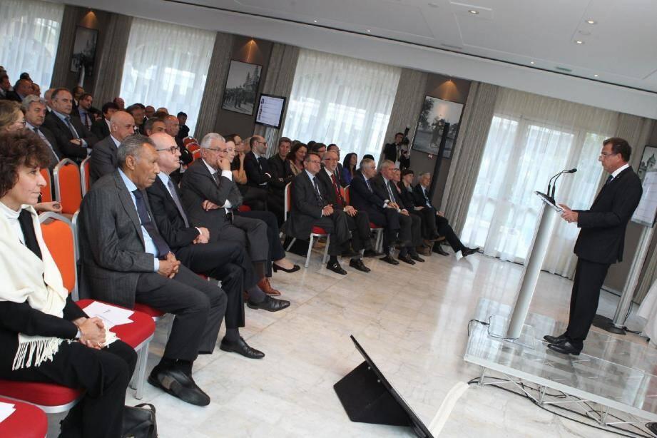 Le président Michel Dotta, mardi soir face aux adhérents de la CDE, pour l'assemblée générale.