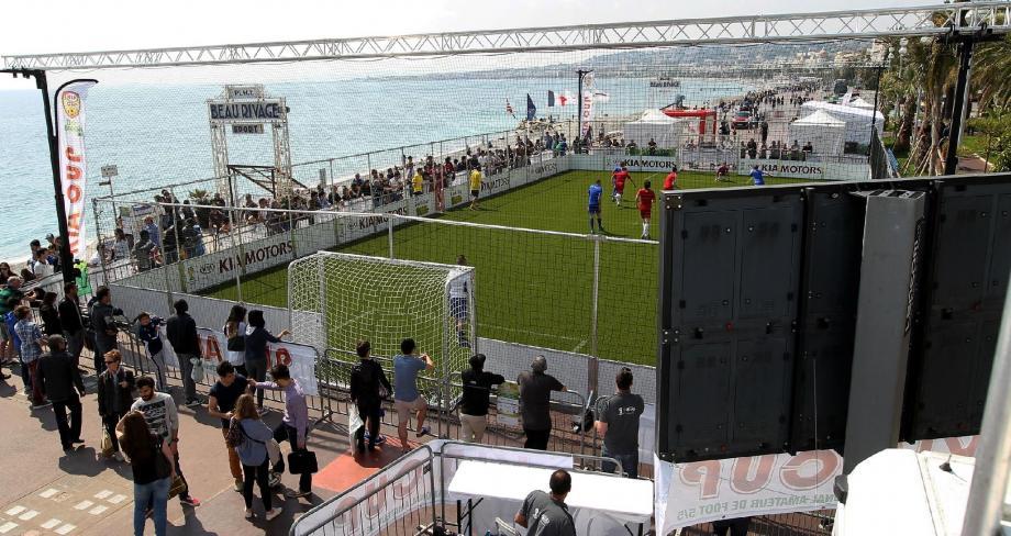 Du football dans un décor de rêve. Un avant-goût du Brésil, qui accueille le « Mundial » dans 60 jours.