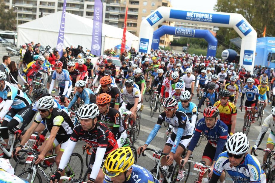 Environ 600 coureurs ont pris le départ de cette 9e édition. Ici, le fictif du 115 km.