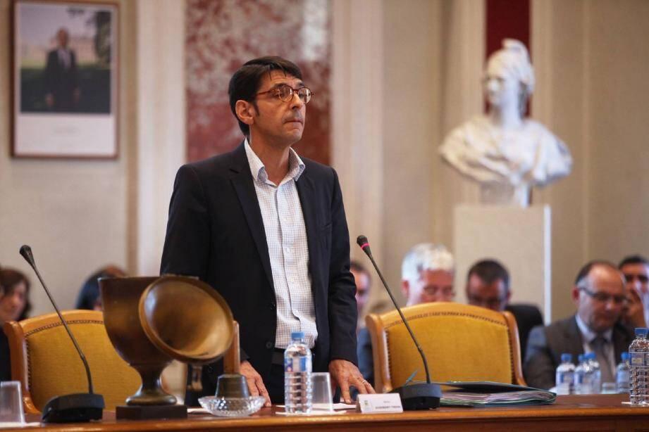18 h 45 : Olivier Audibert-Troin retrouve son fauteuil de président après avoir obtenu 43 voix, contre 19 à son adversaire Richard Strambio.