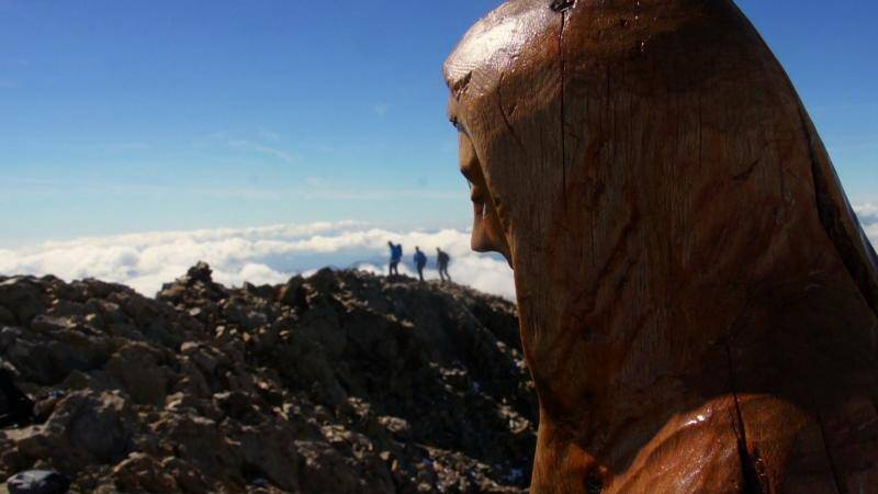 Louis-Paul Martin, montagnard et scuplteur saint-martinois, a installé en 2004 une Madone sur le Gélas, à 3 143 m.