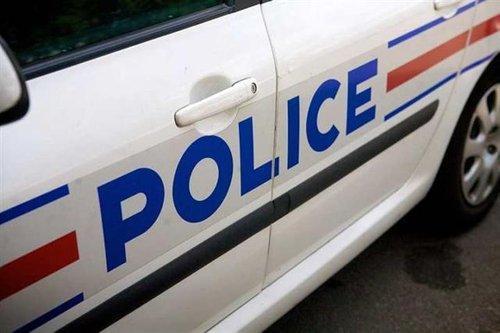 Une voiture de police.