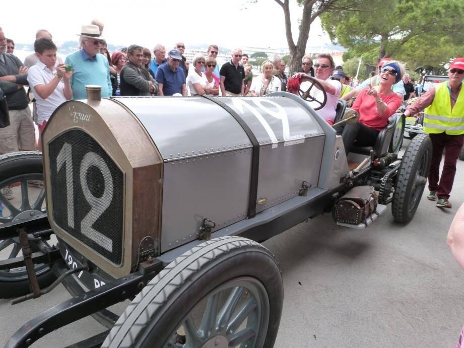 Sainte-Maxime au rythme des voitures de collection