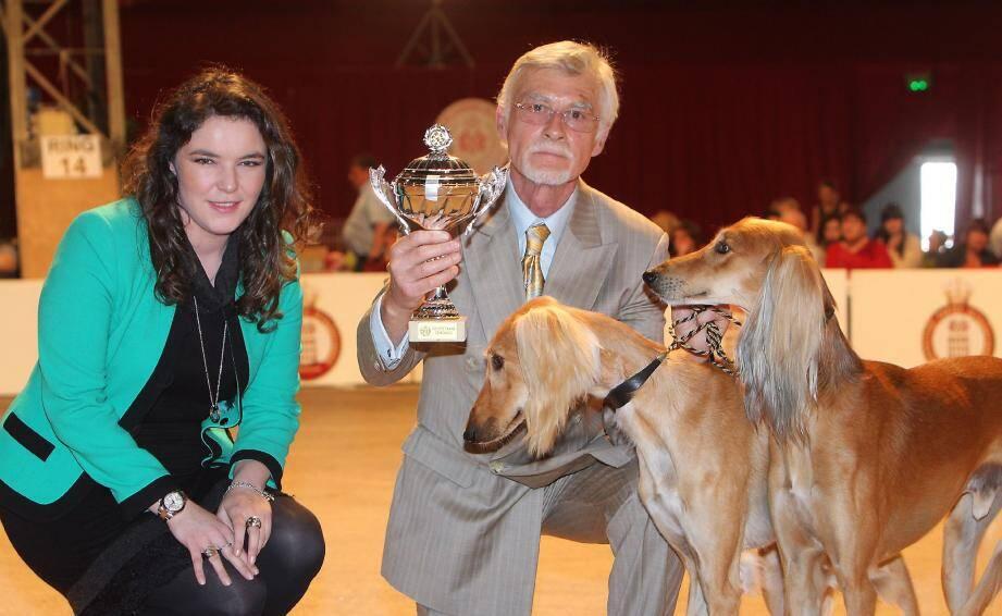 Après la venue de sa maman le matin, Mélanie-Antoinette de Massy, vice-présidente de la société canine de Monaco, a félicité les heureux maîtres.
