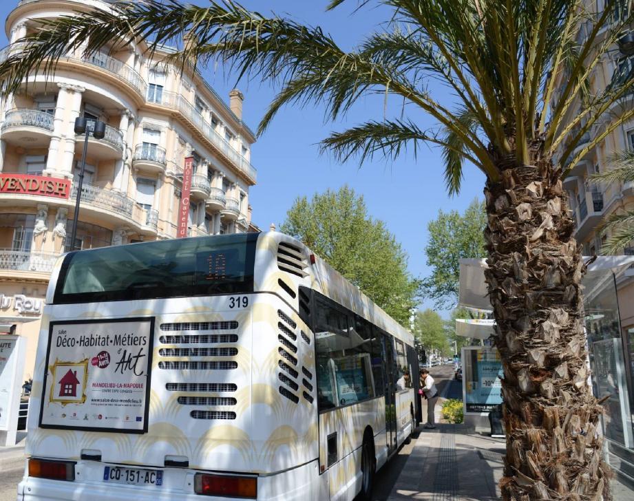 """Un autocar du réseau """"Palm Bus""""."""