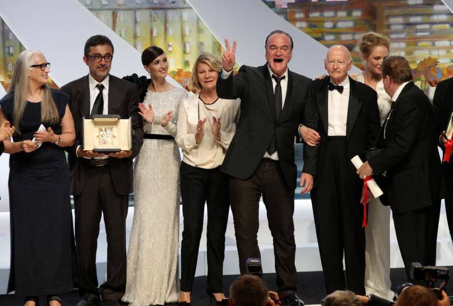 Nuri Bilge Ceylan, récompensé de la Palme d'Or, entouré des membres du jury du 67e Festival de Cannes.