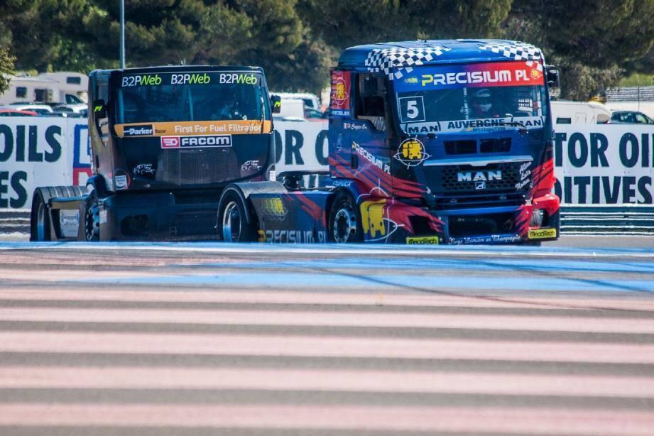Attention, ils reviennent ! Les mastodontes de la coupe de France camions (ici le MAN de Noël Crozier et le Renault de Lionel Montagne en démonstration, il y a deux mois, lors du meeting WTCC) vont à nouveau souffler le show, aujourd'hui et demain au Castellet.