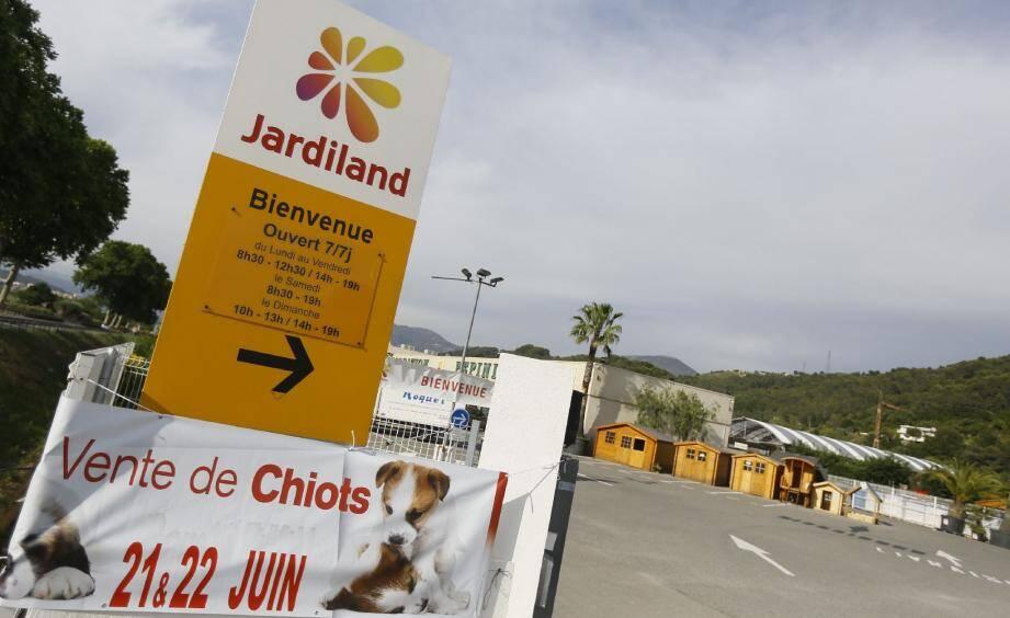 Jardiland licencie, mais cette mesure ne concerne pas ses magasins, selon le syndicaliste CFDT du groupe.