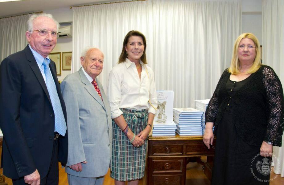 Francis Rosset et la princesse Caroline de Hanovre entourés de François Jacquot et de Liana Marabini qui ont porté tous les deux le projet de ce livre sur les Ballets de Monte-Carlo.