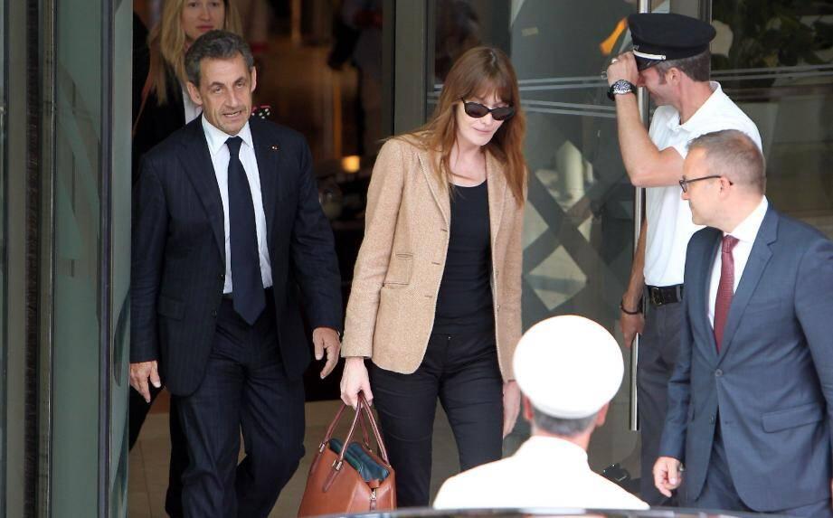 Nicolas Sarkozy et Carla Bruni-Sarkozy mercredi à l'issue de la conférence donnée par l'ancien Président à l'hôtel Fairmont Monte-Carlo pour le groupe Deloitte. (Photo Nice-Matin/Eric Dulière)