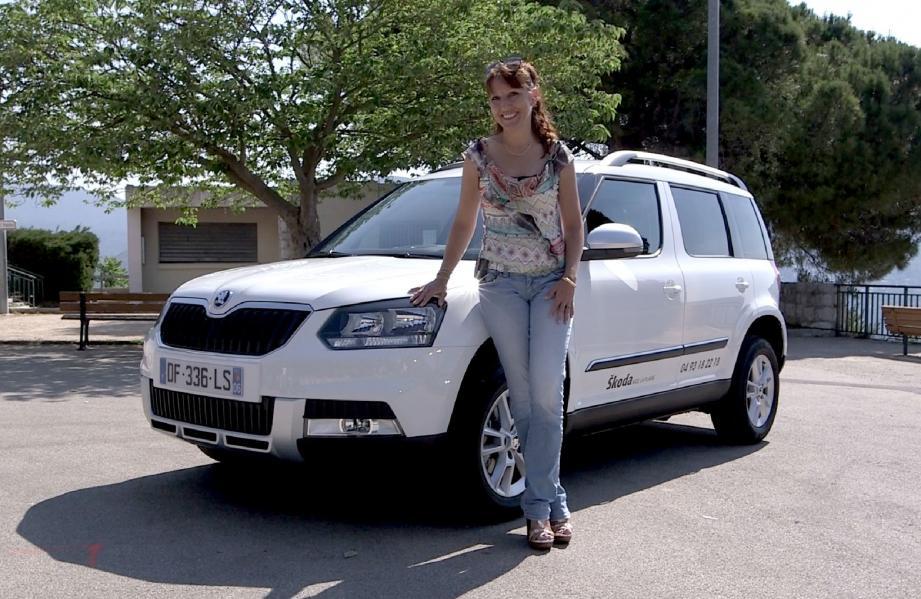 Propriétaire d'un Suzuki Grand Vitara, Sabrina apprécie la meilleure compacité du Skoda Yeti et l'absence de roue de secours accrochée à la porte de coffre. (D.R.)