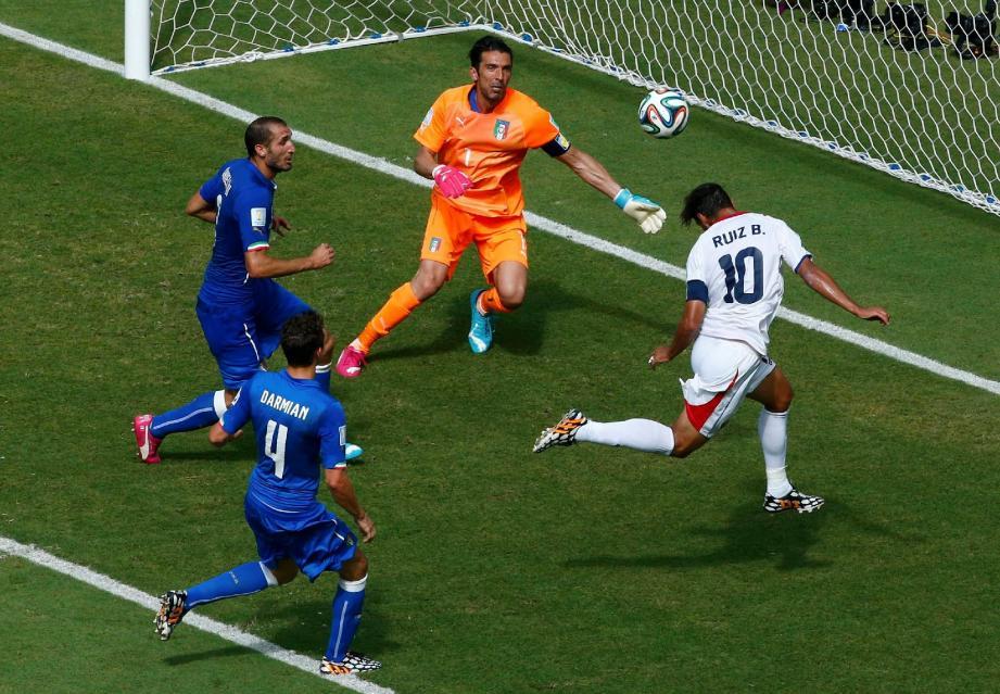 Le capitaine du Costa Rica, Bryan Ruiz, marque le seul but du match après un caviar de Diaz.