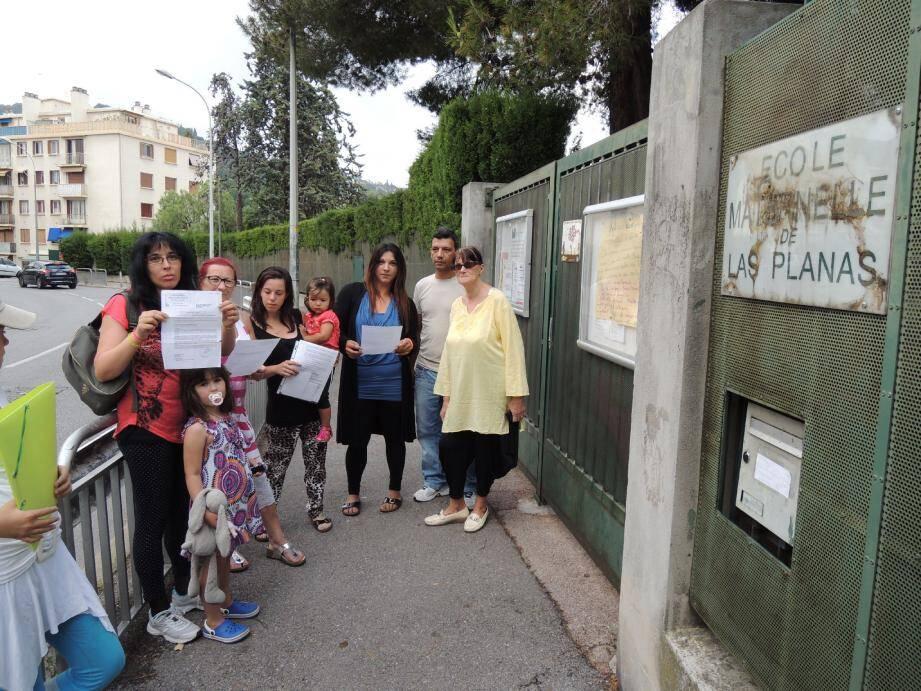 Un groupe de parents estime que la maternelle Las Planas est défaillante en ce qui concerne la surveillance des enfants.