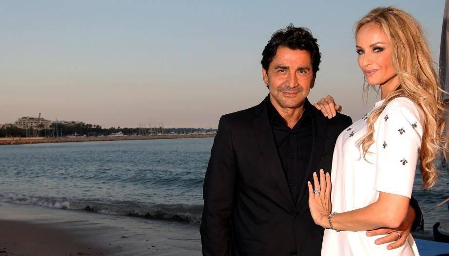 En compagnie de son mari Aram André Ohanian, Adriana Karembeu a fait sensation, pour la soirée caritative organisée sur la Z-plage du Martinez à Cannes.