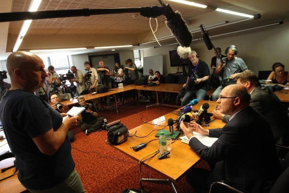 Des dizaines de médias ont suivi les deux conférences de presse du procureur de Marseille.