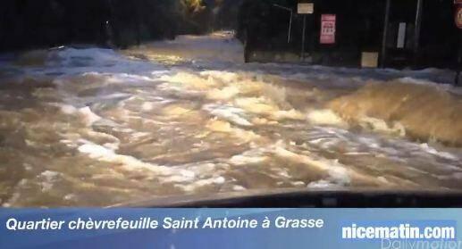 """VIDEO. Inondations à Grasse: """"Mon 4x4 bloqué sous 1m50 d'eau"""""""