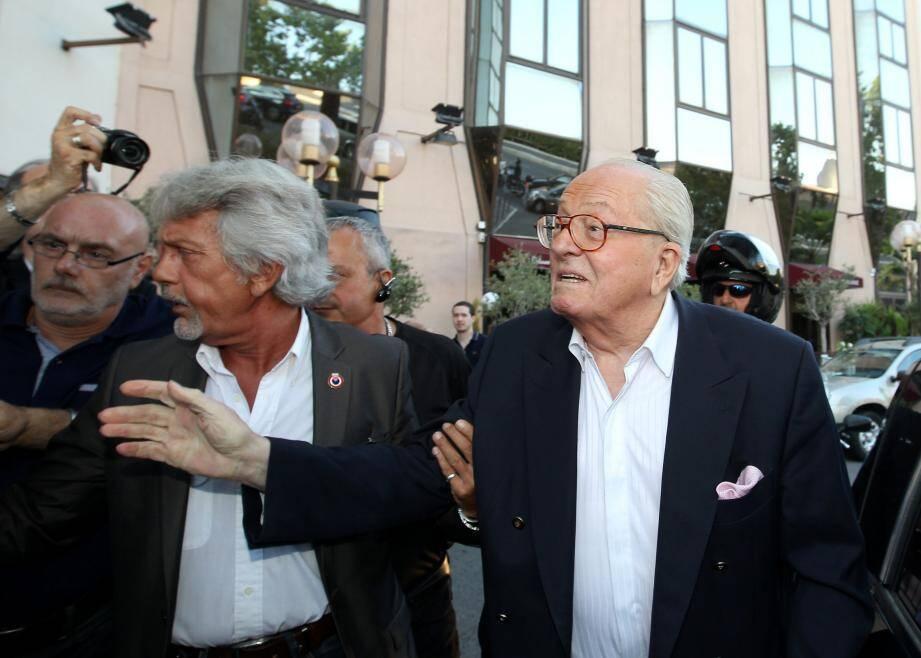 Lors de l'arrivée de Jean-Marie Le Pen à la conférence de presse de Marie-Christine Arnautu qui se tenait à l'hôtel NH de Nice