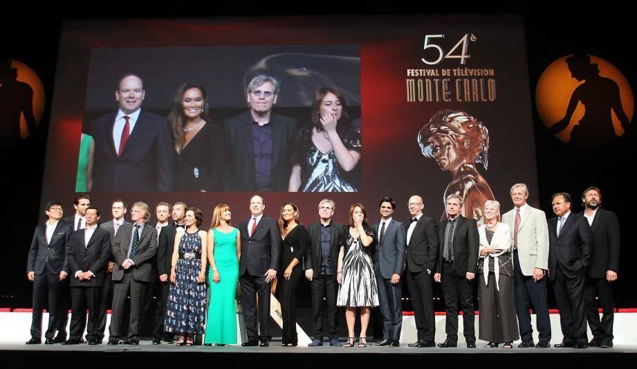 Le Prince Albert entouré des jurys du Festival TV de Monaco