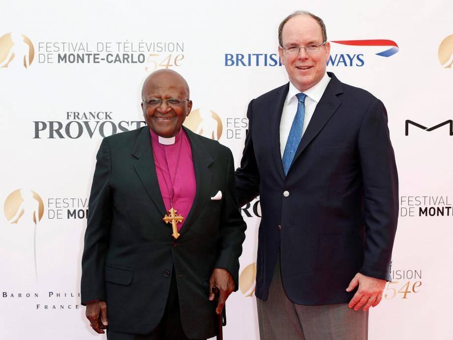 """Le prix Nobel de la paix 1984 Desmond Tutu est venu assister à la diffusion du documentaire retraçant sa vie, """"Children of light"""" au Festival TV de Monaco."""