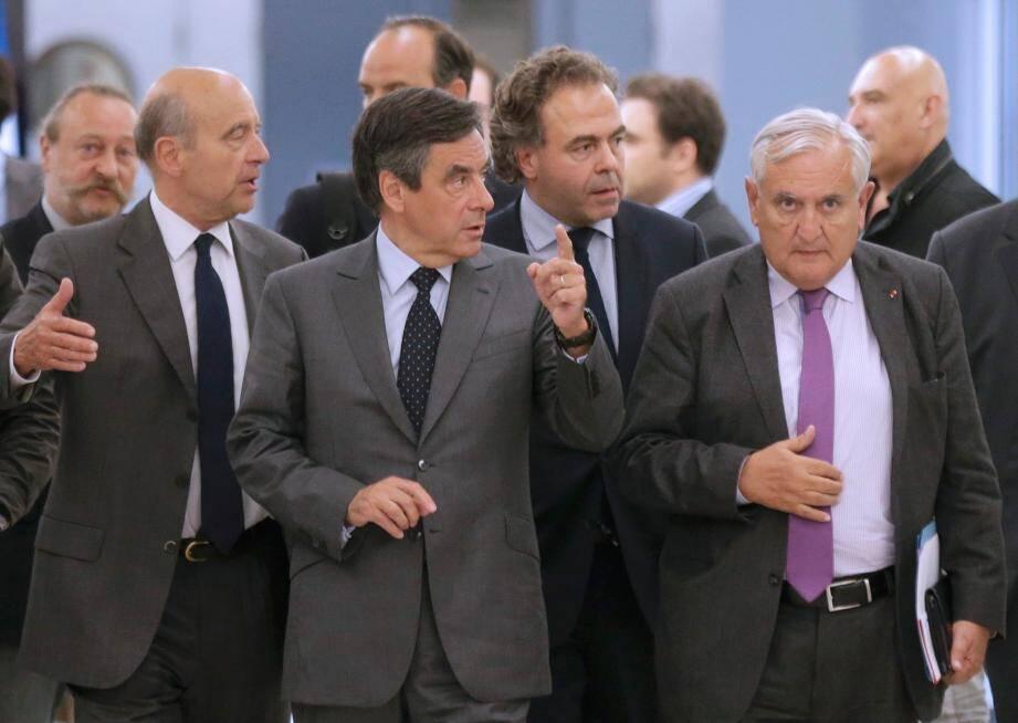 Alain Juppé, François Fillon, Luc Chatel et Jean-Pierre Raffarin à l'issue du bureau politique de l'UMP ce mardi soir.