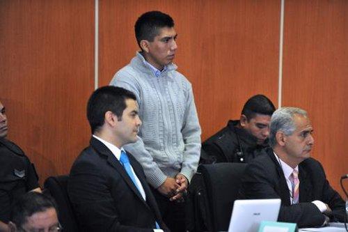 Gustavo Lasi (c), principal mis en cause dans le procès du meurtre de deux Françaises en Argentine en 2011, au tribunal de Salta - Photo de Nestor Troncoso © 2014 AFP