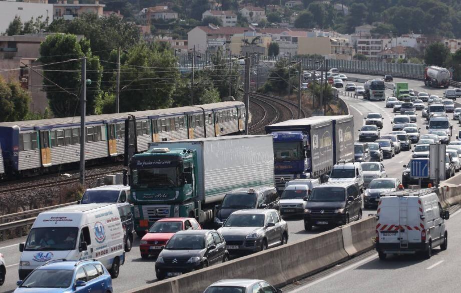 Des difficultés de trafic sont prévues sur l'A8 en ce grand week-end de chassé-croisé des juillettistes et aoûtiens.