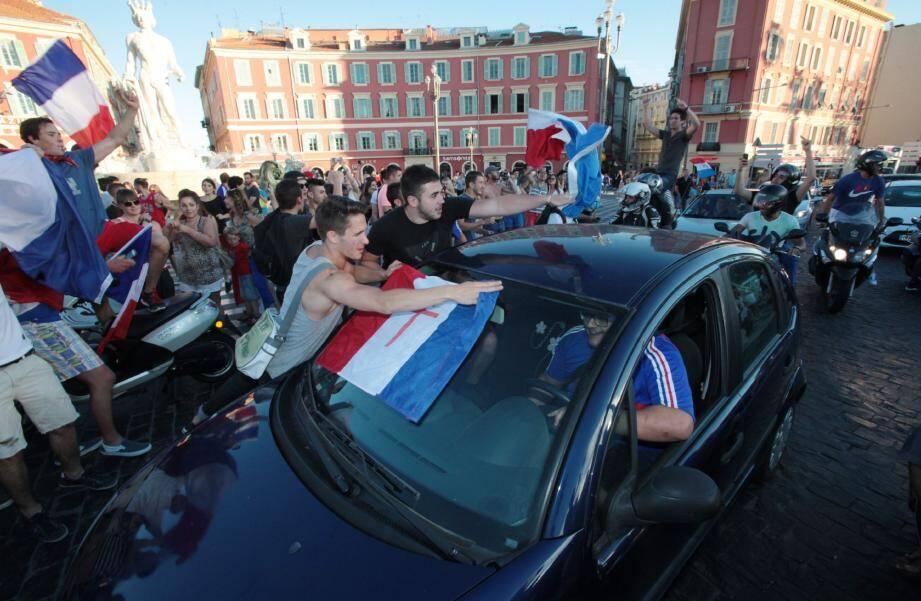 A la 79e minute, quand Paul Pogba a libéré les Bleus, ce fut l'explosion. Une délicieuse euphorie s'est emparée de Nice. Et ne l'a plus quittée de la soirée.
