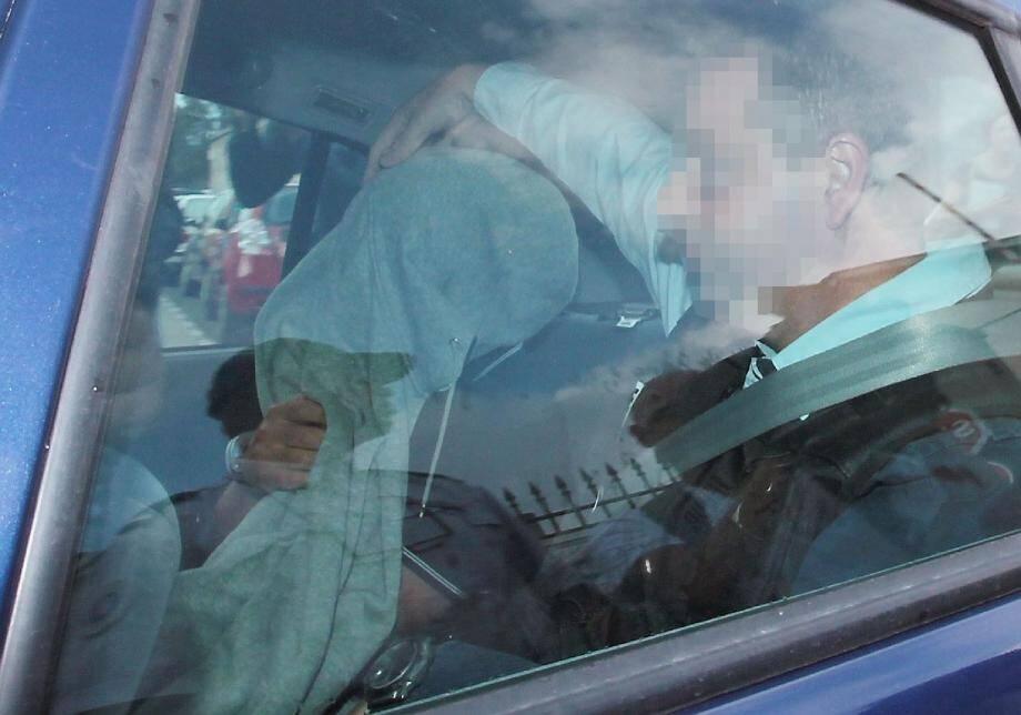 Le 27 juin, Pascal Dauriac, visage dissimulé, quitte la caserne Auvare à bord d'une voiture de la PJ de Nice. Wojciech Janowski le suit dans une seconde voiture. Destination : le TGI de Marseille.