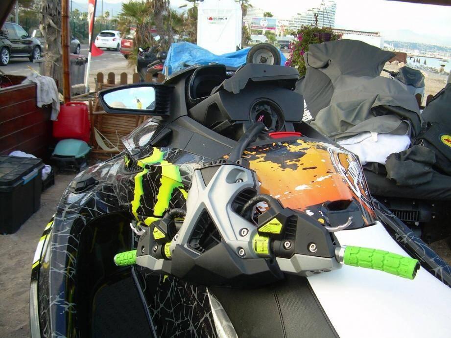 Le scooter des mers endommagé après la collision qui a blessé gravement hier un Cagnois de 33 ans.