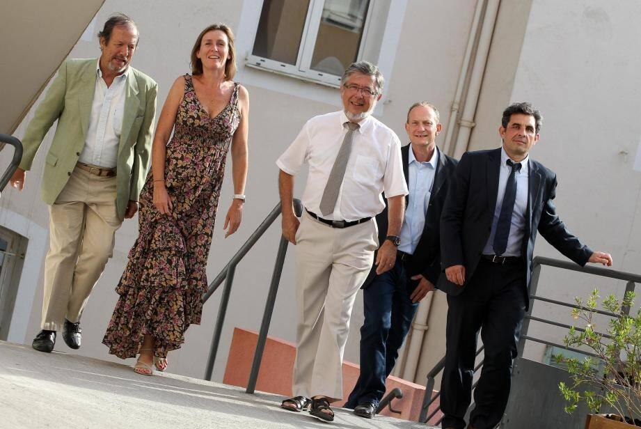 Daniel Ragot au centre de la photo, ici accompagné de Pierre Chevallet (à gauche), président de l'institut, Anne Vigezzi, directrice de l'école, Franck Brunet, responsable du BTS et Christophe Martin (à droite) futur chef d'établissement.